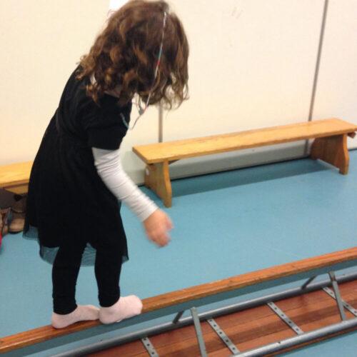 Kind Aan Het Balanceren
